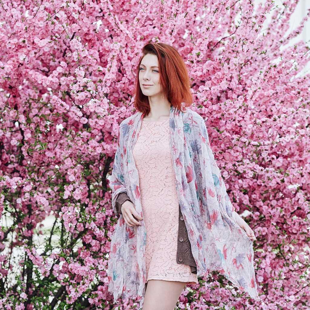 Цветочная фотосессия в саду в Приморском крае
