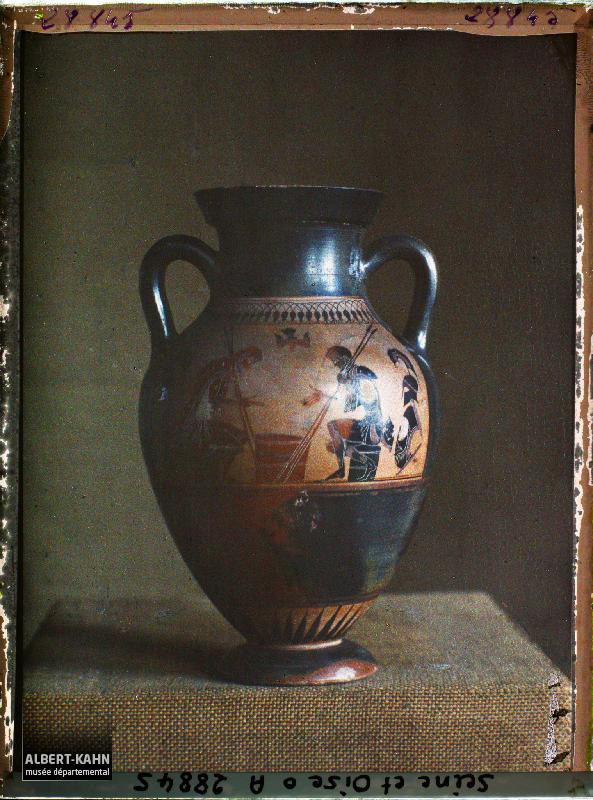 """Ваза из категории """"арт"""" в """"Архиве планеты"""" Альберта Кана. Автор фото - Роджер Дюма"""