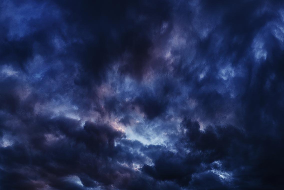 Фиолетово-чёрные облака над Золотой Долиной, 2019 год
