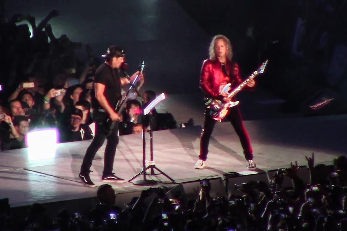 "Metallica исполняет ""Группу крови"" на русском языке (видео)"