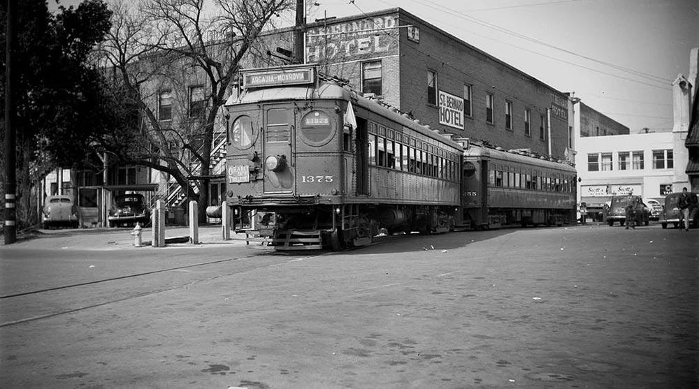 Один из последних трамваев. Скоро его спишут из-за заговора и отправят на свалку. Фото: Alan K Weeks, трамвай на станции Сан-Бернардино, 20 февраля 1949 года