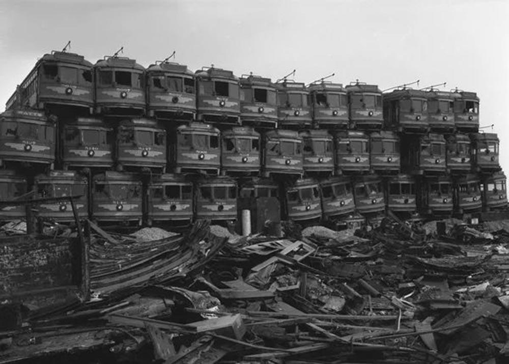 Los Angeles Times, списанные трамваи, отправленные на свалку острова Терминал (Terminal Island),19 марта 1956 года