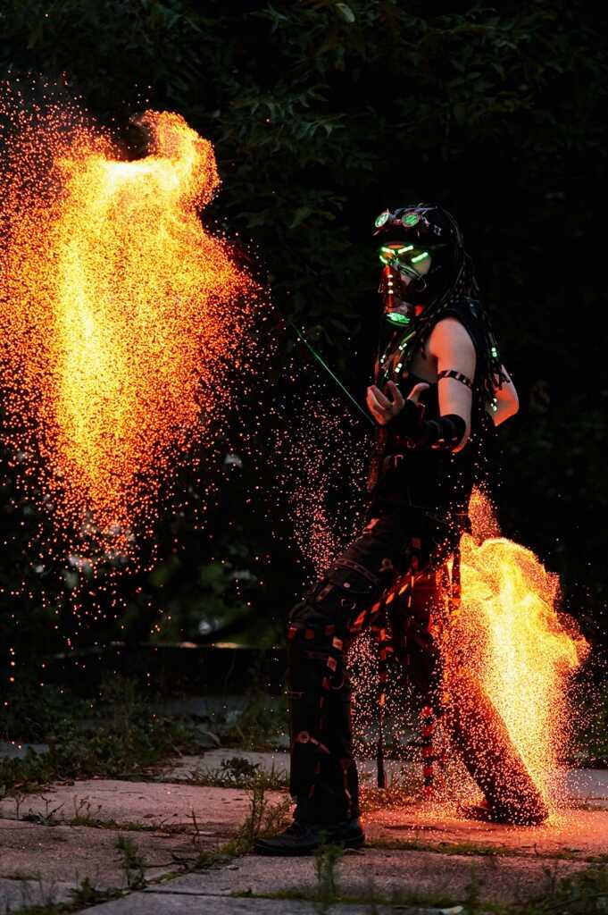 Огненное шоу в стиле киберпанк, Владивосток