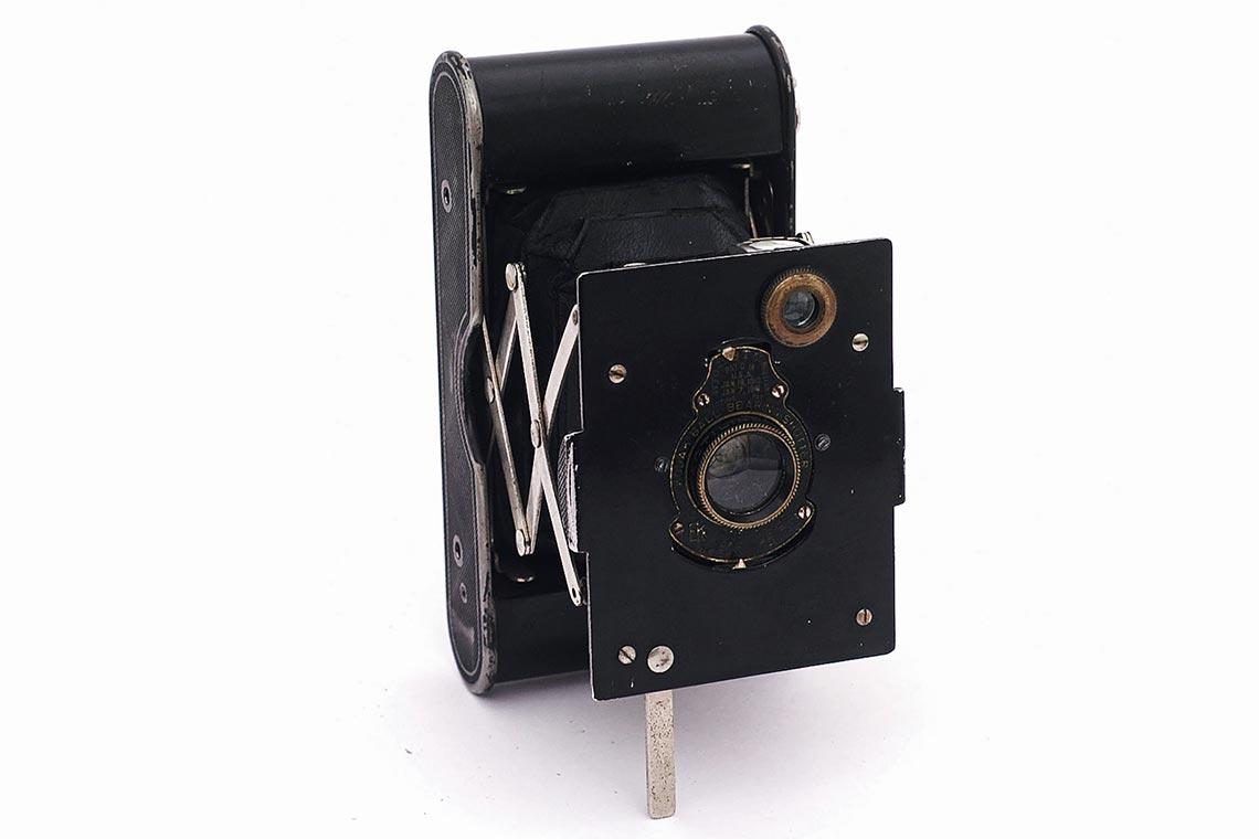 """Vest Pocket Kodak в """"разложенном"""" виде (подготовленном для съёмки)"""