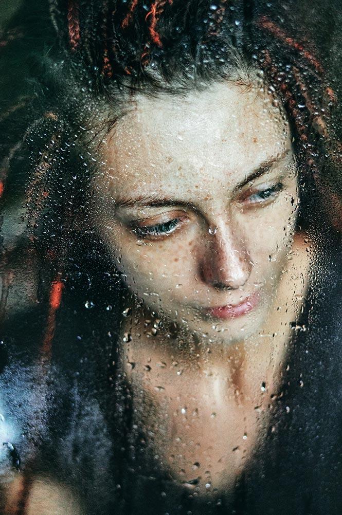 Портретная фотосъёмка сквозь стекло на CAnon 5D Mark 4 (5000 ISO)