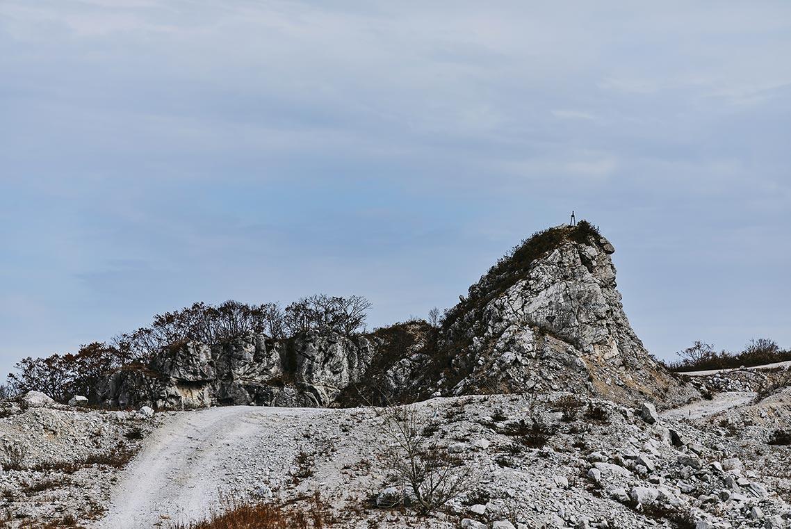 Мрачная дорога на гору Брат в Приморском крае