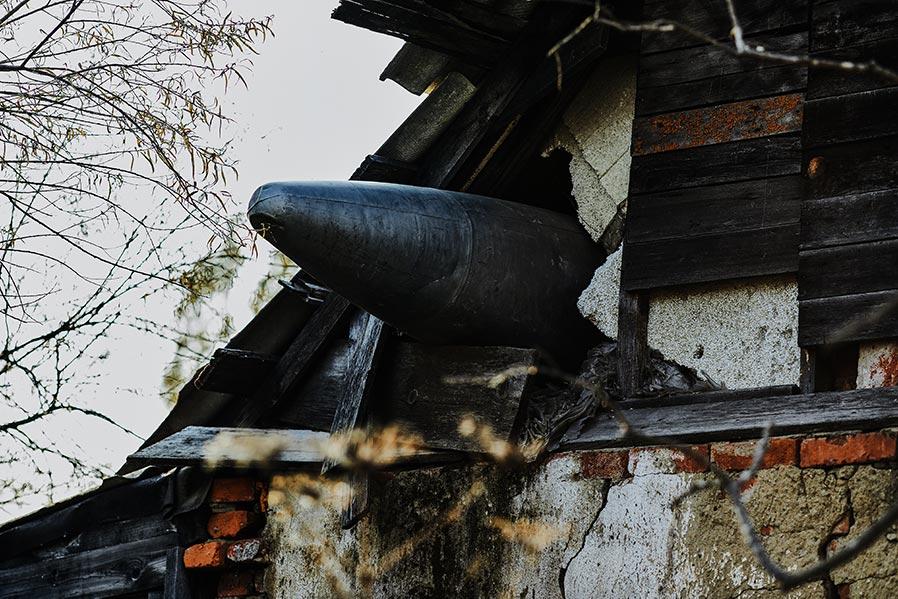 Ракета, бомба или топливный бак в крыше дома