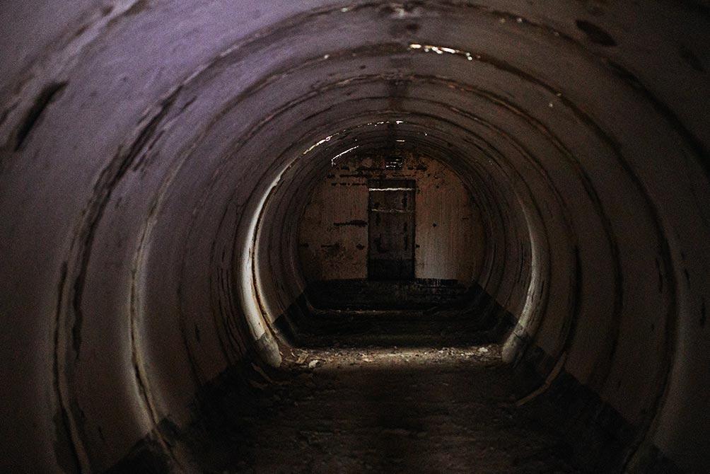 заброшенный бункер в Золотой Долине, фотограф - Олег Мороз aka Tengyart. Мрачное советсткое бомбоубежище