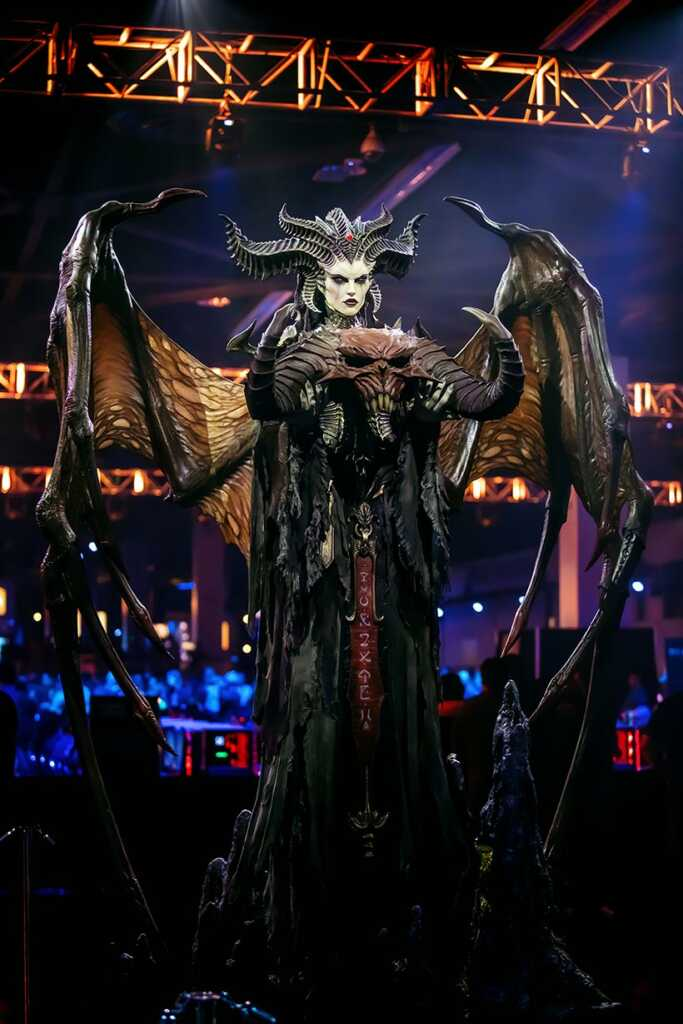 Lilith from BlizzCon 2019, 1140 pix and 8000 pix photography