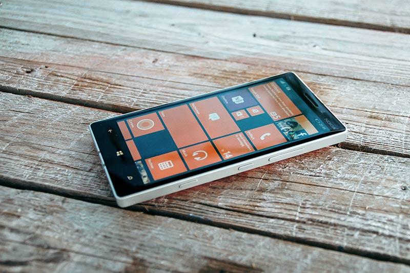 "Microsoft убирает поддержку Windows Phone 8.1 и Windows 10 Mobile. На фото - пример ""виндофона"""
