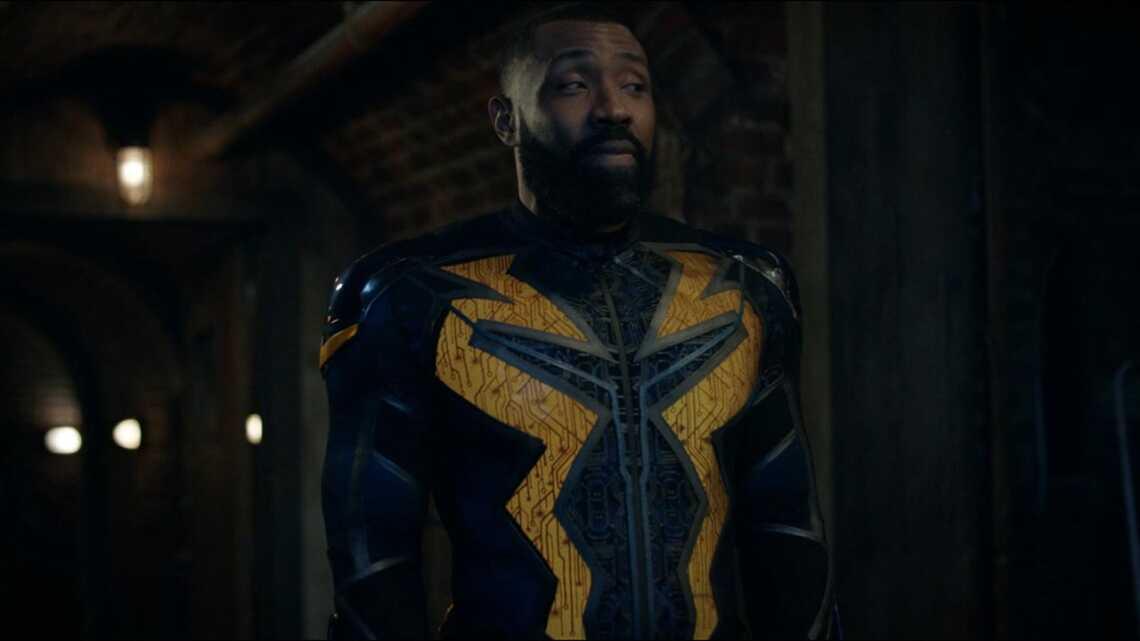 Джефферсон Пирс - главный герой сериала Чёрная Молния (Black Lighting) в новом суперкостюме