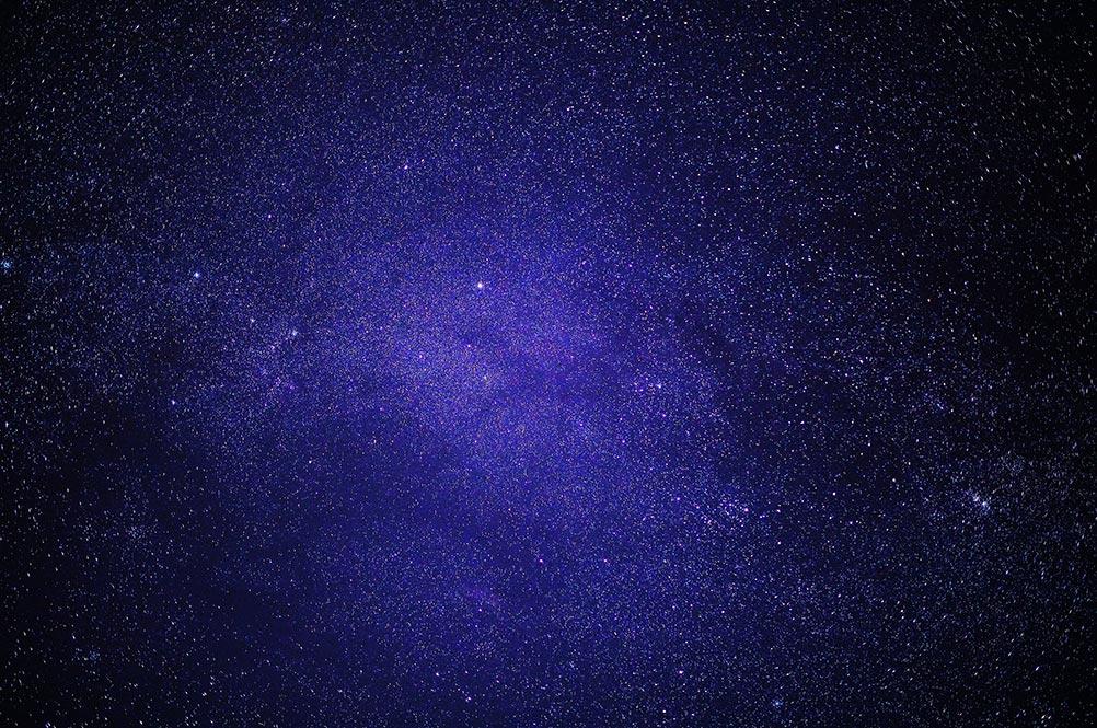 Пример съёмки звёздного неба без штатива. Яркая и сочная фотография со звёздным небом.