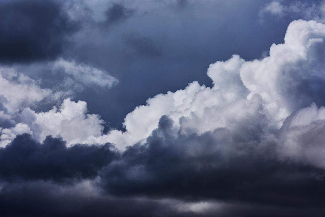Стоковые картинки с тёмными и светлыми облаками в высоком разрешении бесплатно и без регистрации