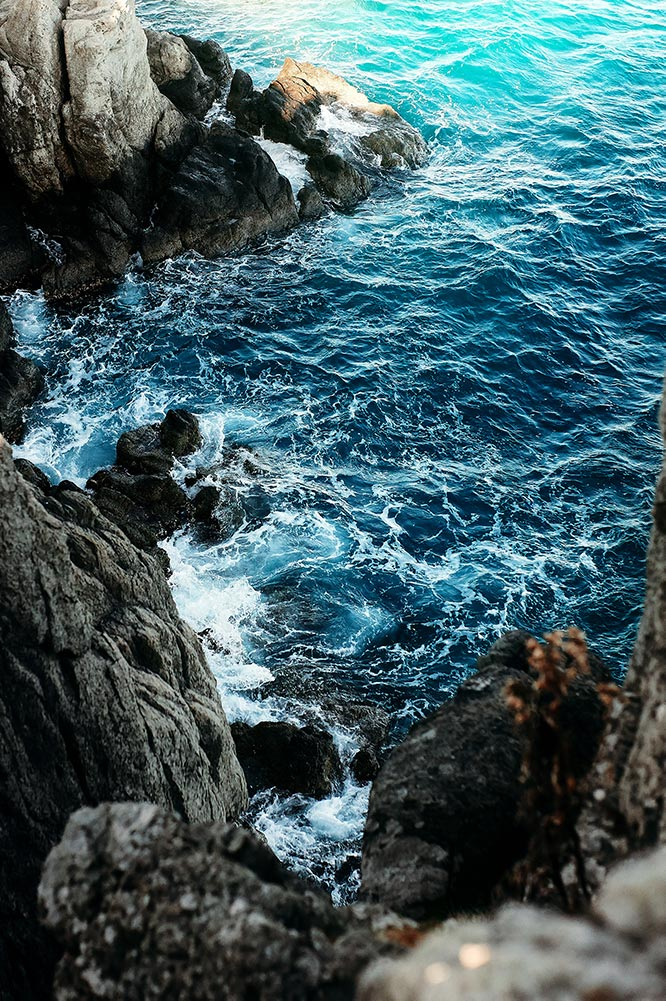 Фон для рабочего стола с морем и скалами (100px), фотограф Олег Мороз | Tengyart