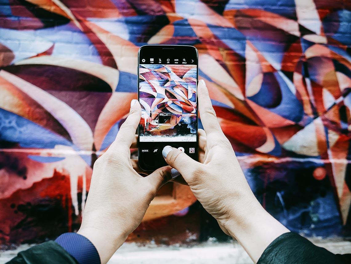 Что лучше - личный сайт или Instagram в 2020 году? Стоит ли отказываться от инсты в пользу сайта? На фото - пример съёмки для инстаграм на смартфон.