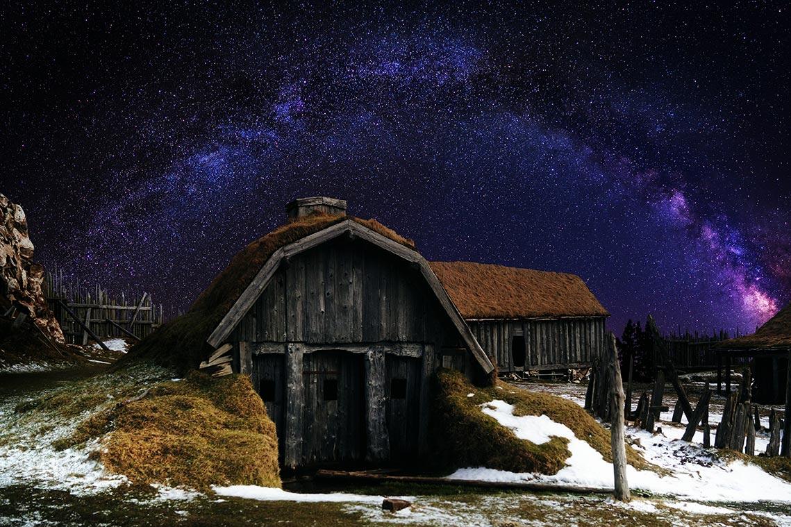 Зимний пейзаж с одиноким домом, звёздным небом и галактикой Млечный Путь - урок монтажа и обработки фото от Tengyart