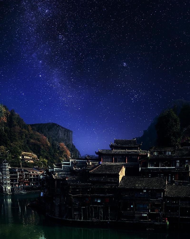 Пейзаж со звёздным небом - фон для рабочего стола и смартфона, автор- Tengyart