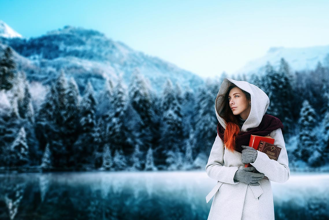 Фотография зимнего леса и гор с красивой девушкой на переднем плане. Автор - Олег Мороз (Tengyart)