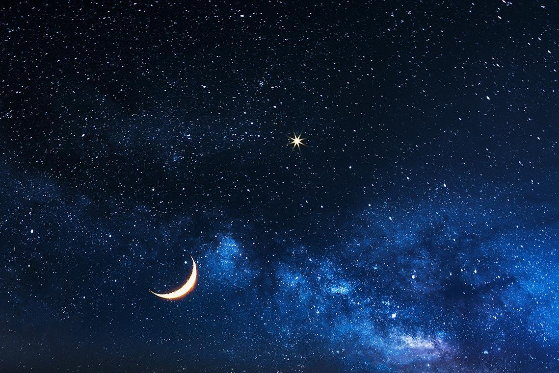 Луна и Венера в небе Приморья, волшебный фэнтези фон со звёздами для рабочего стола, фотограф Олег Мороз (Tengyart)