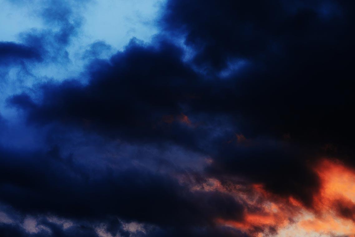 Фотография красивого фиолетово-оранжевого закатного неба, фотограф Олег Мороз (Tengyart)