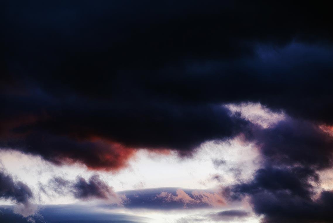 закатные облака - фон для рабочего стола, на заставку телефона в разрешении 1140px
