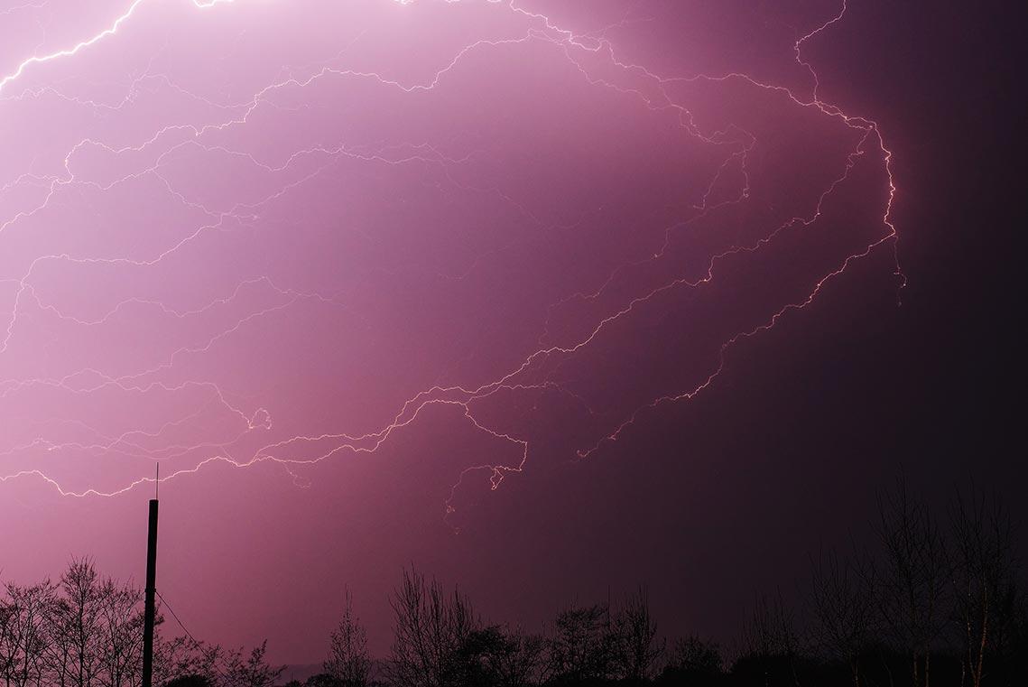 Как фотографировать молнии на улице ночью (советы и пример фото в шторм)
