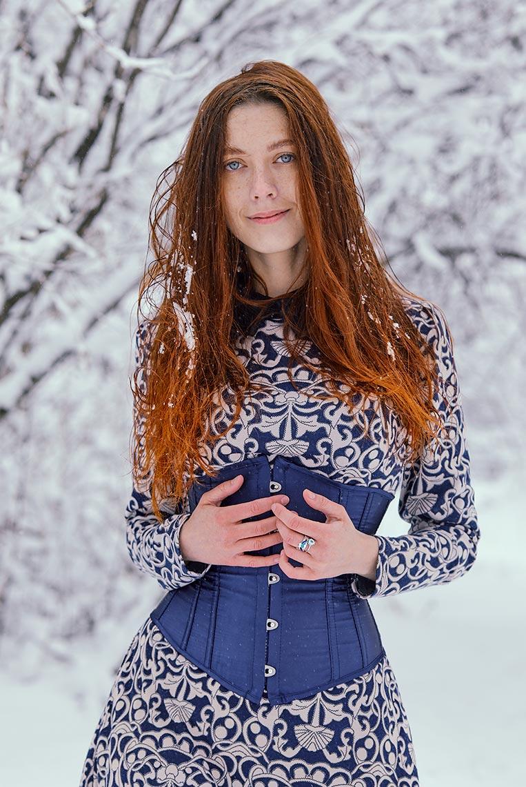 Стили Capture One 20 для цветочных фотосессий и портретов - пример фото с рыжей девушкой, обработанного с Kodachrome 64 ULC от Tengyart