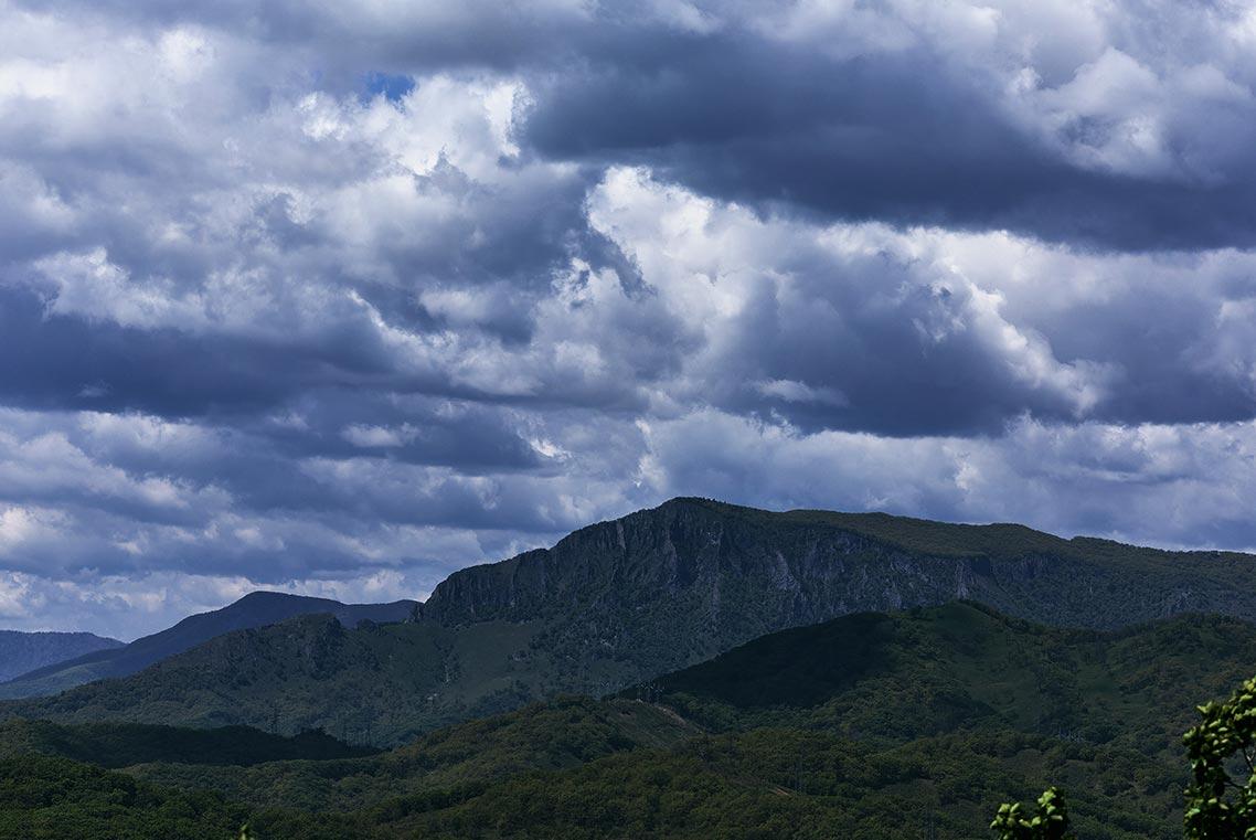 Екатериновский массив открывает чудесный вид на хребет Лозовый (Чандалаз) в Приморье (фото в высоком качестве, автор Tengyart)