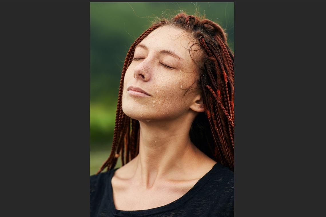 Как сделать заметнее капли воды на коже с помощью Photoshop (урок и результат обработки фото с рыжей девушкой)