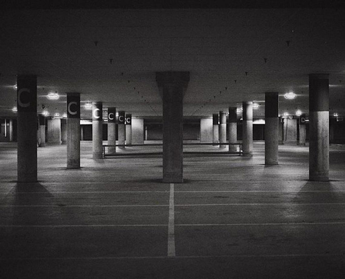 Площадки и парковки опустели из-за пандемии коронавируса (фото)