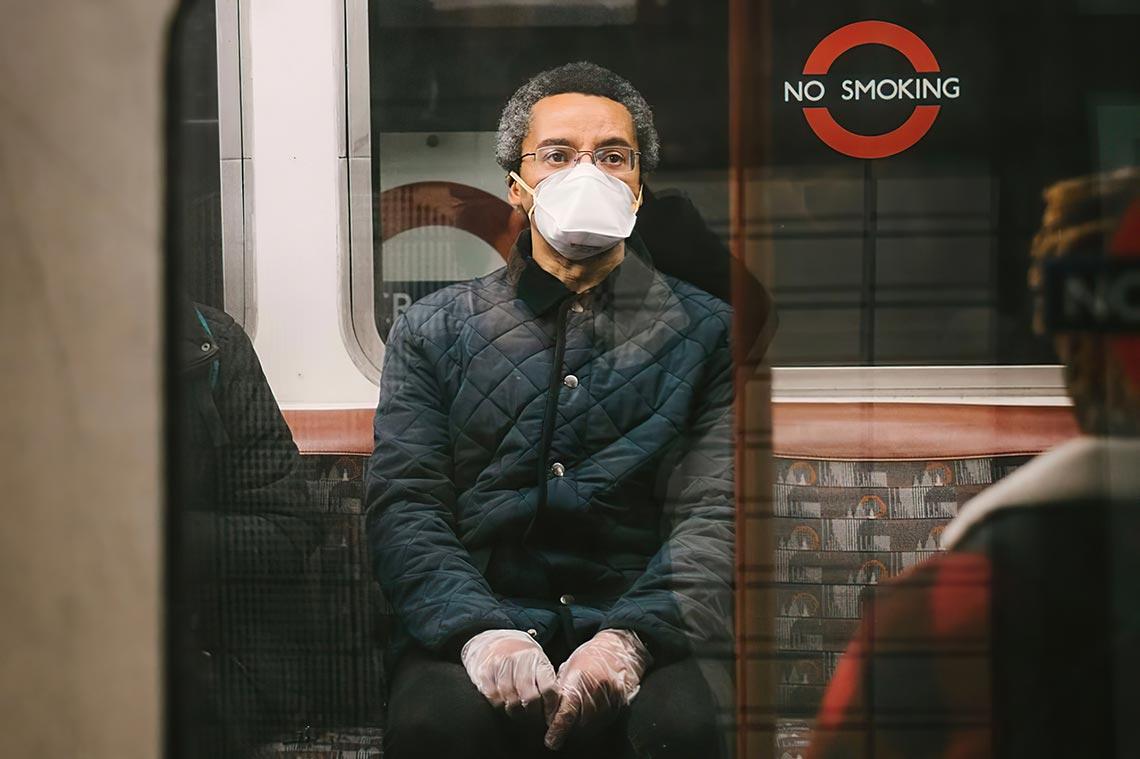 Проект Covid Street объединил более 300 уличных фотографов, чтобы запечатлеть историю изменений мира во время пандемии коронавируса