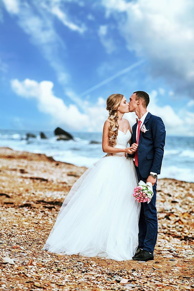Свадебная фотосъёмка у моря в городе Владивосток