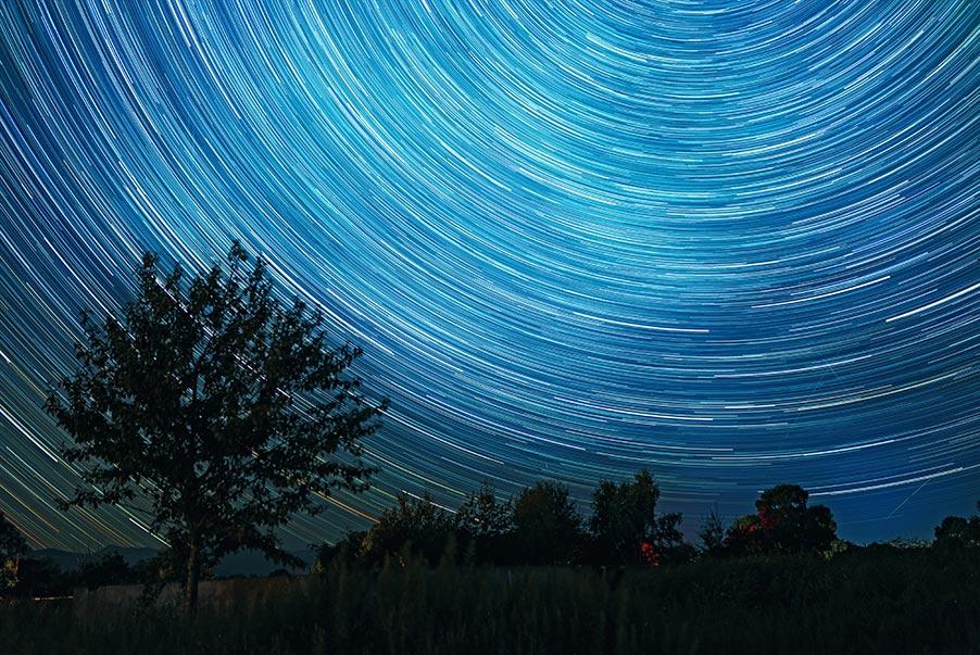 Звёздные треки на тёмном ночном небе в Золотой Долине (Приморье), фотограф Олег Мороз