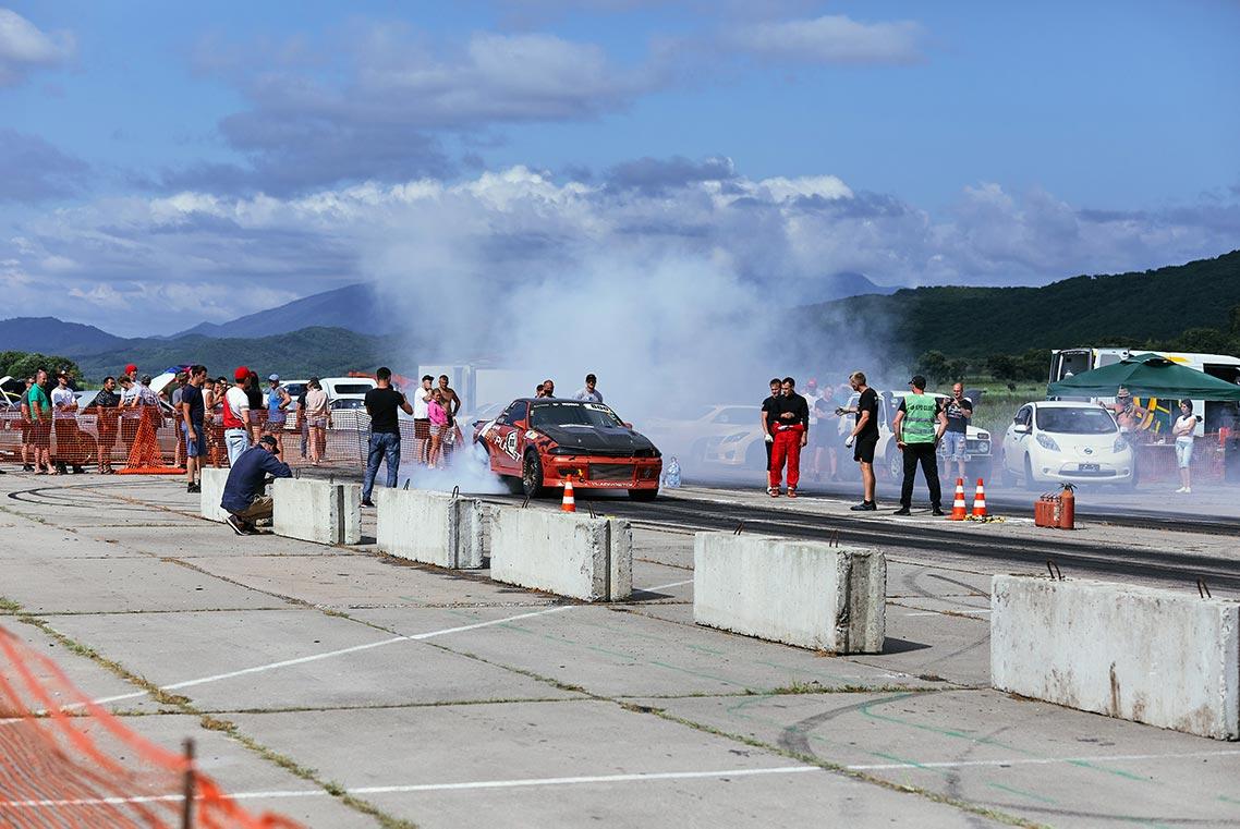 Drag racing в Золотой Долине 25 июля 2020 года (фото с заброшенного аэродрома в Приморском крае)