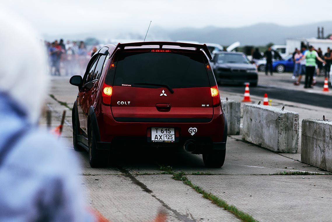Мрачные гонки в Золотой Долине - атмосферные фото с драг-рейсингом