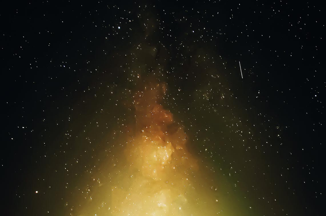 Фотография звёздного неба со смартфона Realme XT (съёмка Персеид и Млечного Пути)
