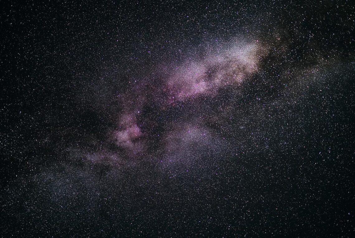 Ночная фотография с галактикой Млечный Путь