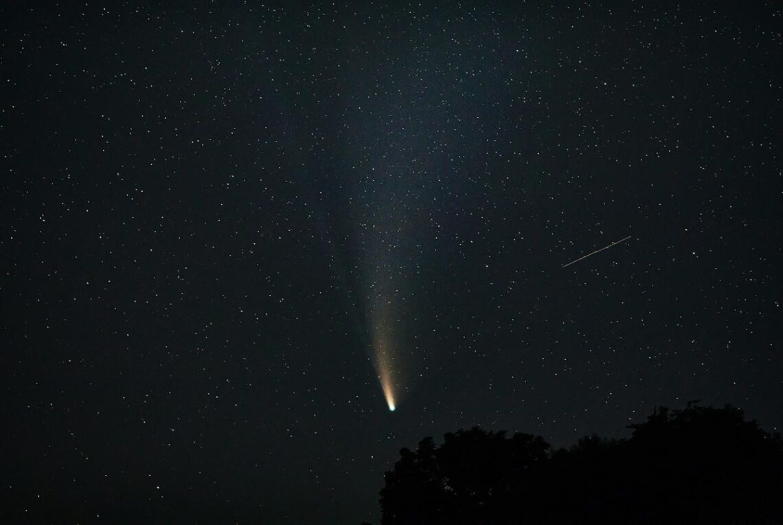 Комета NEOWISE в небе над Приморским краем, 2020 год