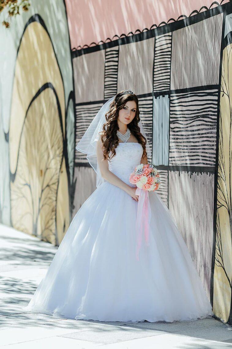 Фотосессия с невестой в пышном белом платье во Владивостоке