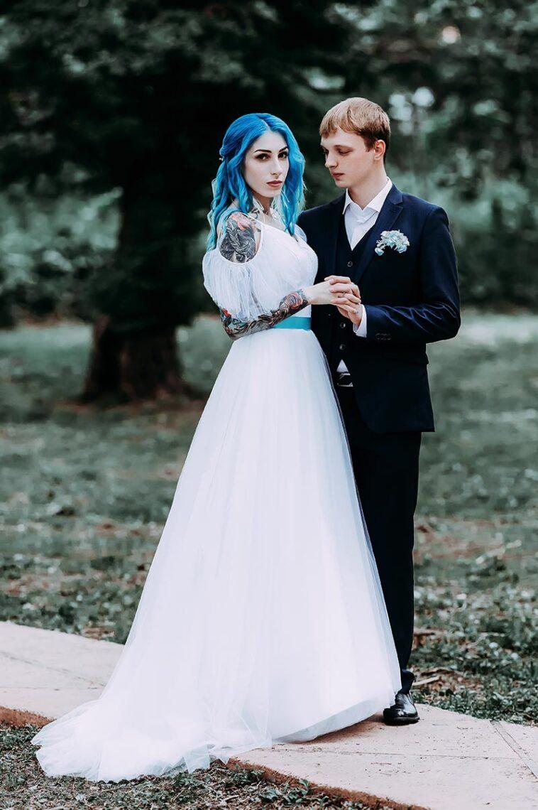 Свадебная съёмка с татуированной невестой и молодым женихом в Находке