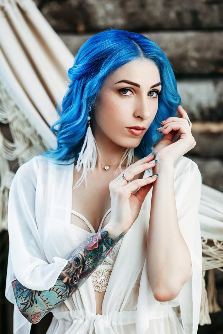 Студийная фотосессия с татуированной девушкой в белье г. Находка