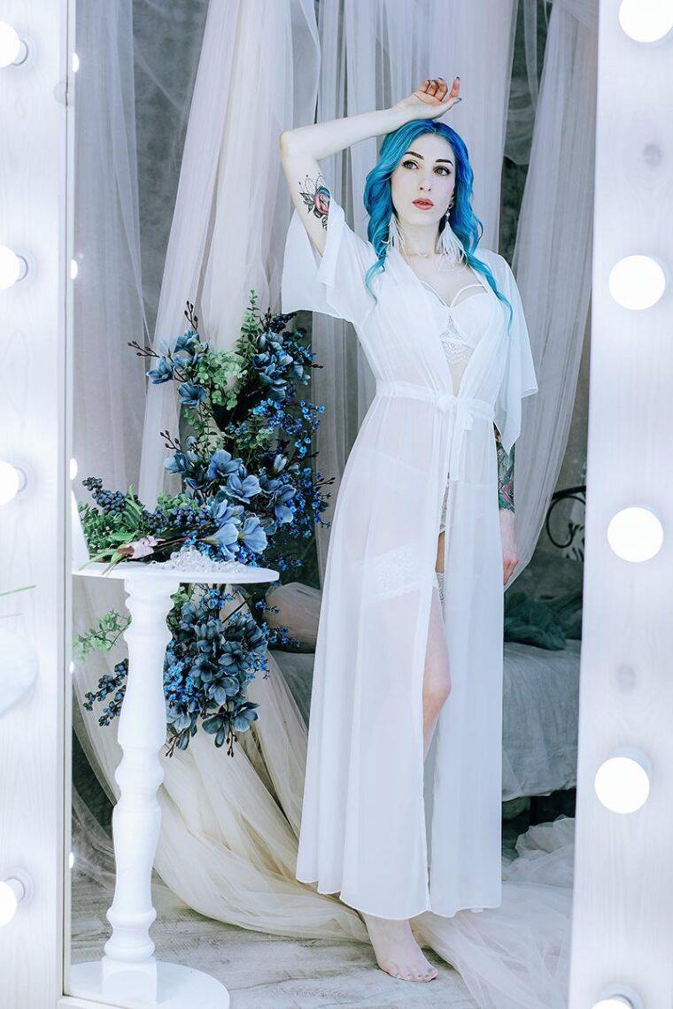 Предсвадебная съёмка для невесты в Находке - фото модели в зеркале