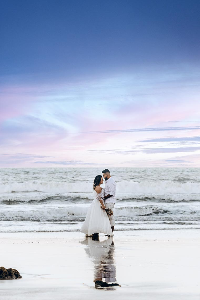 Свадебная фотосессия у моря на закате Владивосток