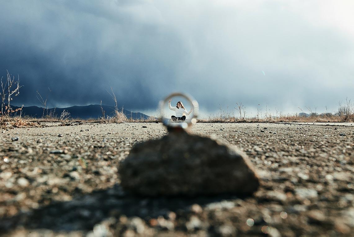 Нестандартные идеи для съёмки с кольцами - фотосъёмка портрета сквозь кольцо