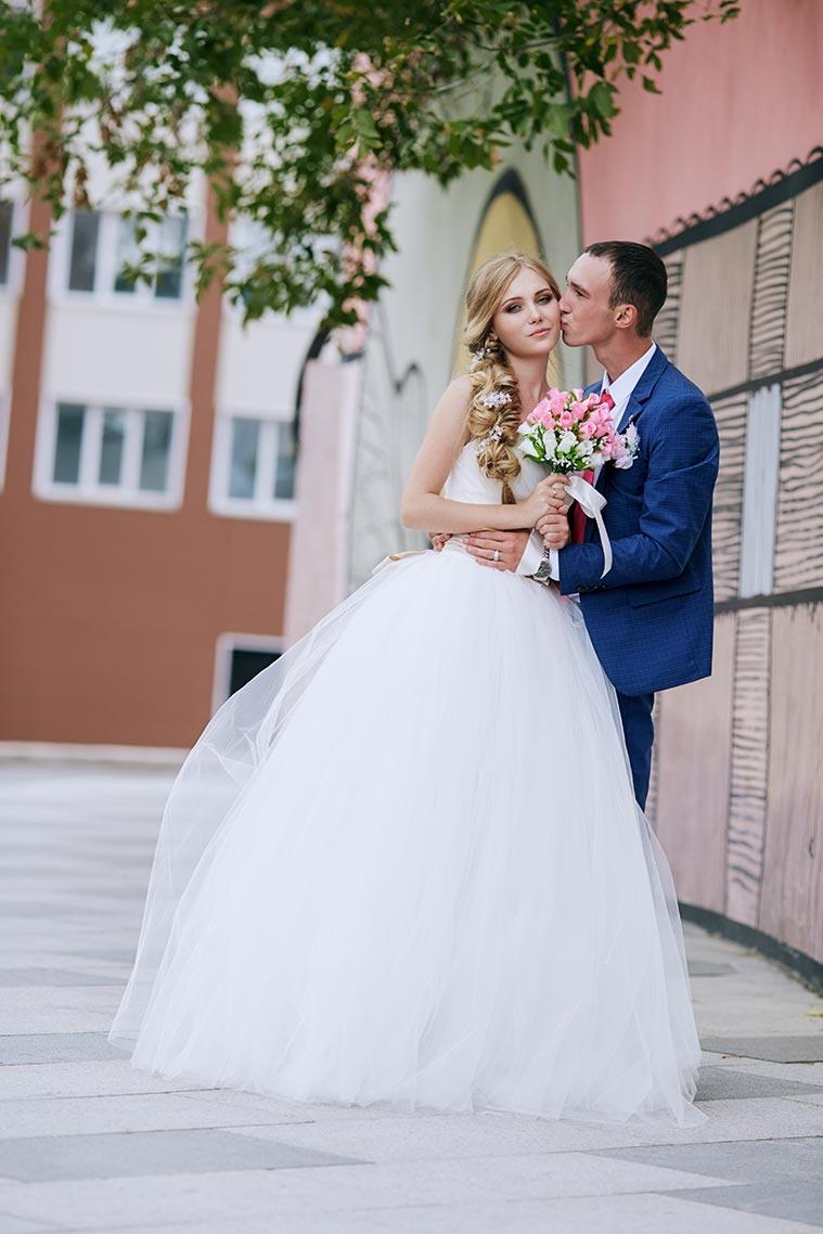 Услуги свадебного фотографа в Приморье - пример фото с женихом и невестой
