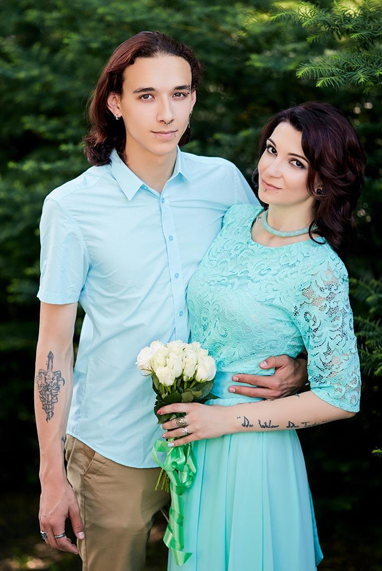 Свадьба в летнем саду с ёлками в городе Находка