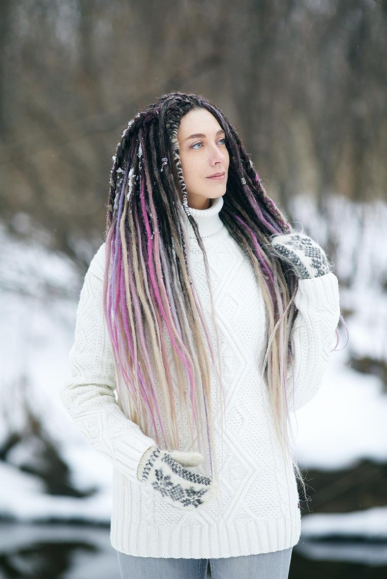 Зимняя фотосессия в белом свитере во Владивостоке