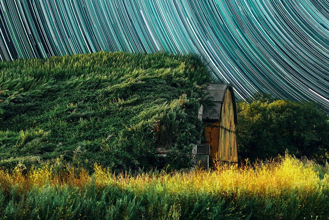 Звёздные треки и ангар (фотомонтаж)