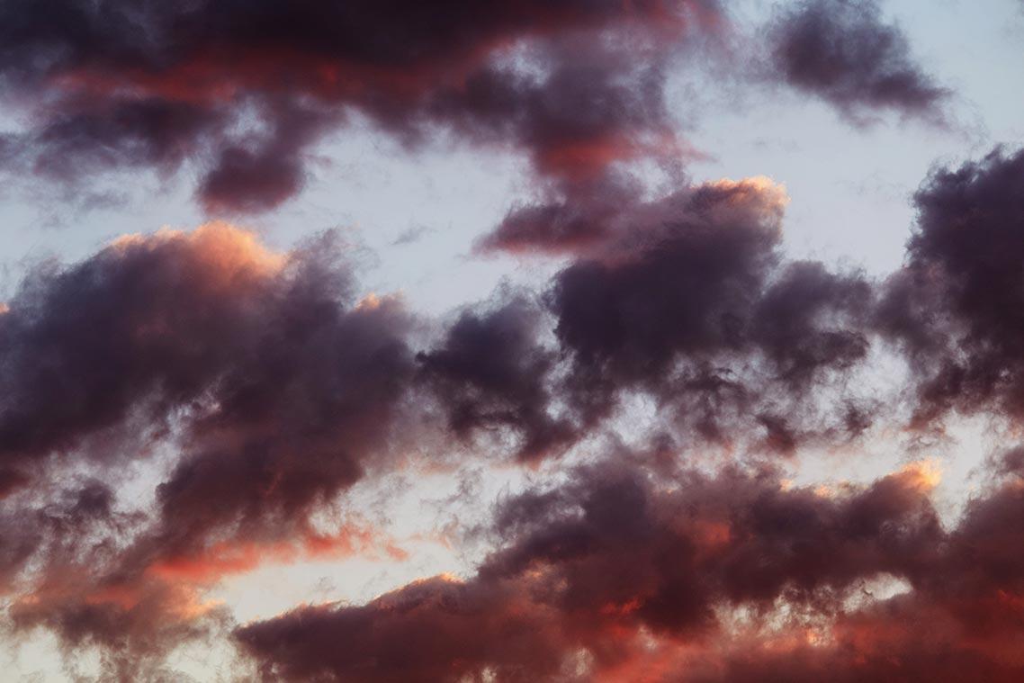Красно-фиолетовые закатные облака (HD обои для сайта)