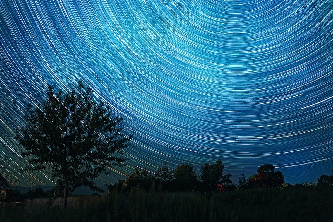 Пример фото звёздных треков в Золотой Долине (Россия)